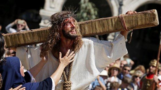 Esta sexta-feira celebra-se a morte de Jesus. Domingo, marca-se a sua ressurreição.