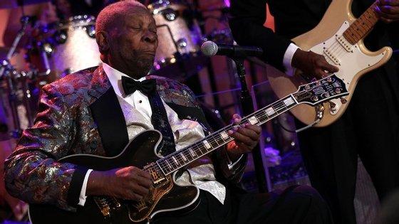 B.B. King nunca deixou de tocar e de subir ao palco, nem com o avançar da idade. Até hoje. Morre aos 89 anos.