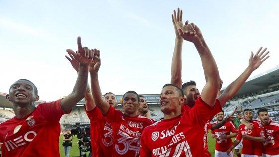 Os incidentes no Estádio D. Afonso Henriques, em Guimarães, aconteceram após o Benfica garantir a conquista do bicampeonato