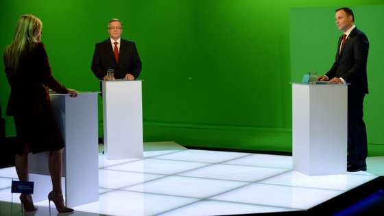 Andrzej Duda (à direita) derrotou o atual presidente da Polónia