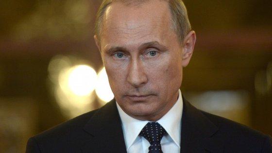Dmitry Peskov, porta-voz de Vladimir Putin, afirmou que as alterações à lei não estavam ligadas ao conflito na Ucrânia