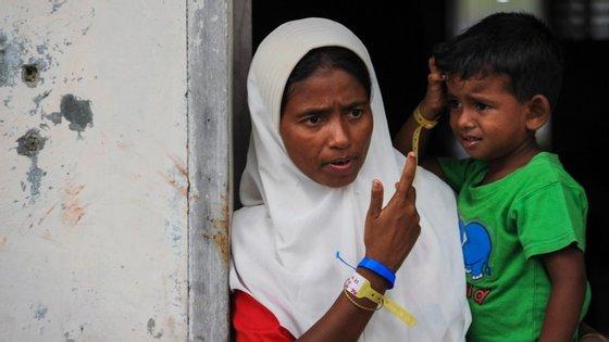 Nas últimas semanas tem havido uma crise humanitária envolvendo milhares de migrantes do Bangladesh que tentam chegar à Malásia e à Tailândia