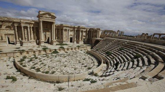 o Estado Islâmico colocou bombas no anfiteatro romano da cidade de Palmira.