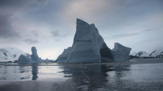 O aumento da temperatura tem aumentado o degelo na Antártida