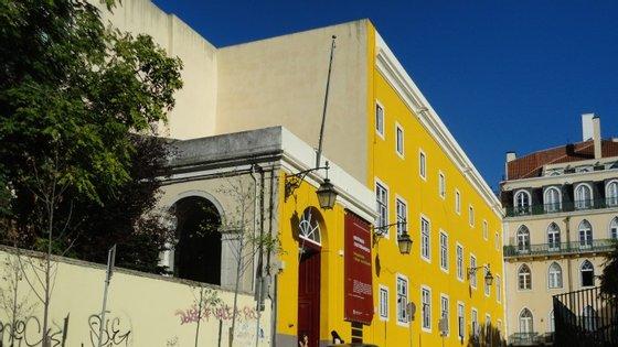A biblioteca da Academia de Belas-Artes fica no mesmo edifício, o antigo Convento de São Francisco, da Faculdade de Belas-Artes, no Chiado lisboeta