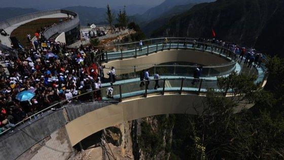 O caminho em forma de ferradura fica na cidade de Chongqing