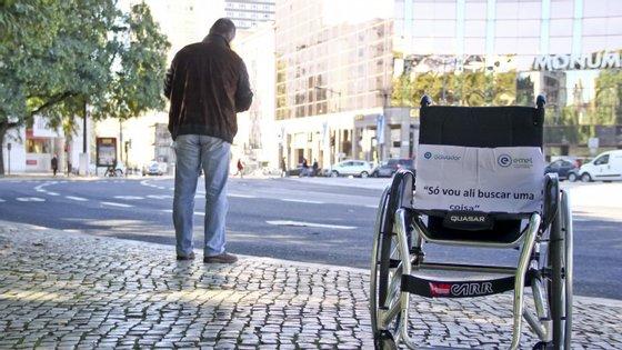 As pessoas em cadeira de rodas batalham há anos por uma melhor acessibilidade nesta zona
