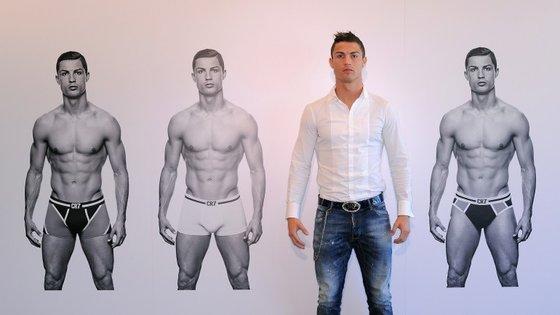 Em 2013, Ronaldo lança CR7, a linha de roupa interior do jogador