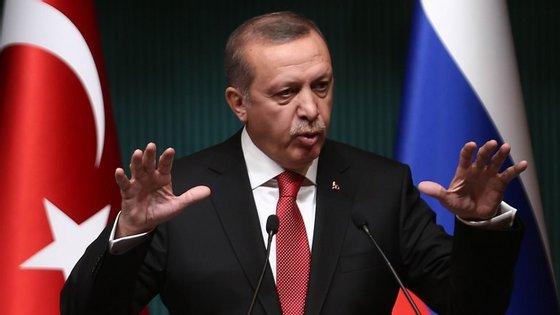 Recep Tayyip Erdogan perdeu maioria que o seu partido detinha há 13 anos