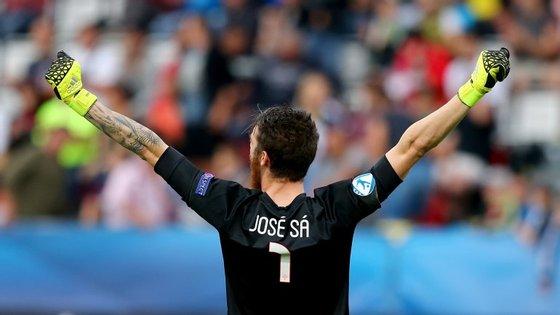 José Sá, o homem de luvas nas mãos que só não parou uma bola rematada à baliza de Portugal (contra a Suécia), apenas fez quatro jogos em 2014/2015 na equipa principal do Marítimo