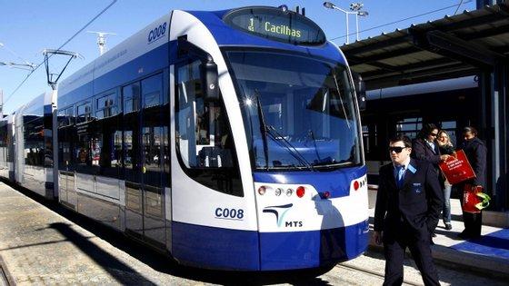 Os 22 km de metro de superfície que circula nos concelhos de Almada e Seixal já custou ao erário público 125,5 milhões de euros