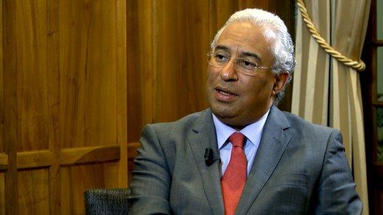 António Costa mantém a posição de não se envolver nem quando as iniciativas partem da acusação nem quando partem da defesa