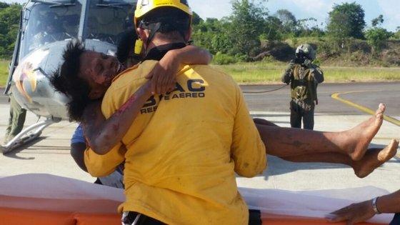 Os esforços de resgate começaram imediatamente após o avião ter sido dado como desaparecido