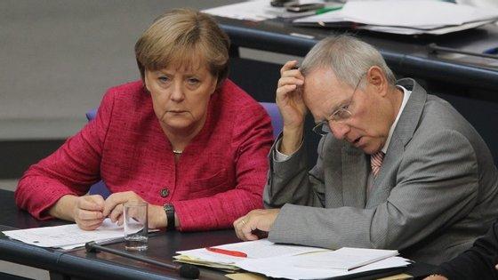 Angela Merkel e Wolfgang Schäuble, o ministro das Finanças alemão, são duas figuras mal-amadas por quem usa a hashtag #BoycottGermany