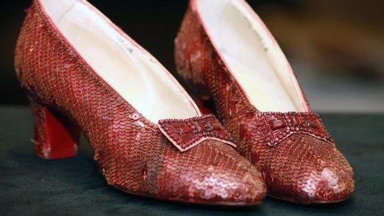 """Os sapatos usados por Judy Garland em """"O Feiticeiro de Oz"""""""