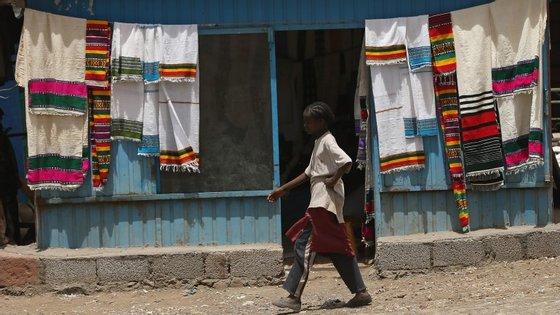 As fábricas na Etiópia pagam apenas 19 euros por mês aos seus trabalhadores. Este foi considerado o 14.º país mais pobre do mundo em 2013