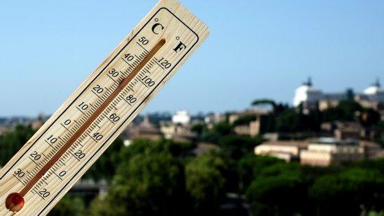 As temperaturas em Lisboa vão oscilar entre 17 e 30 graus Celsius, no Porto entre 15 e 24, e em Faro entre os 23 e 33