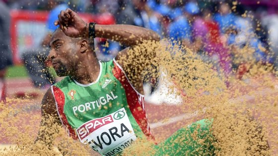 Nelson Évora, que há uma semana havia conseguido 17,24, voltou a passar os 17 metros, mas desta feita com 17,11