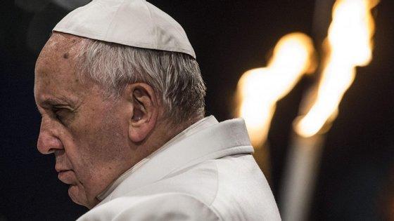 """O papa advertiu sobre as ideologias, """"que pensam pelo povo, sem deixar o povo pensar"""""""