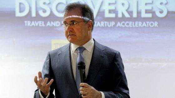 Pires de Lima disse que a renegociação das PPP rodoviárias vai permitir poupar 7,2 mil milhões de euros