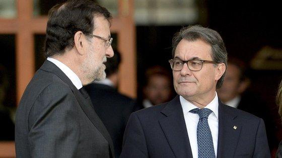 Mais uma dor de cabeça para Artur Mas, que tem em risco a eleição como presidente da Generalitat
