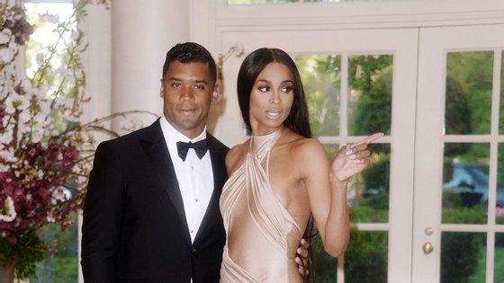 """""""É a mulher mais bonita do mundo"""", diz Russell sobre Ciara enquanto explica a decisão"""