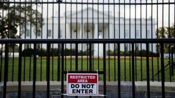 As medidas de segurança têm sido reforçadas desde que Omar Gonzalez, militar veterano de 42 anos, saltou a vedação da Casa Branca com uma faca na mão