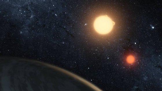 Kepler-16b foi o primeiro planeta descoberto a orbitar duas estrelas