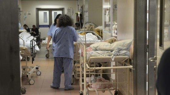 Todos os enfermeiros que ganham abaixo de 1.200 euros vão ser reposicionados na tabela salarial já este mês de outubro