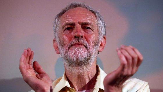 O governo foi eleito há menos de seis meses, mas os sindicatos apoiantes de Jeremy Corbyn já querem derrubá-lo