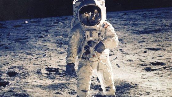 Quando regressou, Aldrin teve de declarar à alfândega os itens que trazia da Lua