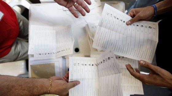 As demoras nos correios são a principal causa do problema dos votos dos emigrantes