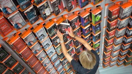 No início do outono as editoras inundam o mercado de livros. Dificil é distinguir o que é lixo e o que é literatura