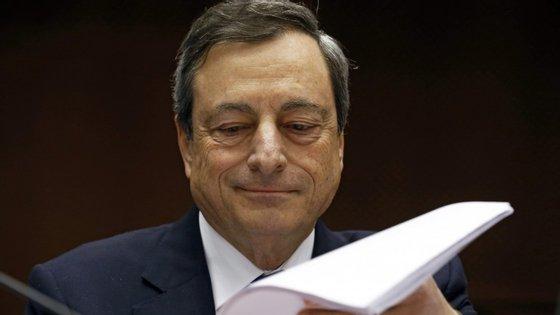 Mario Draghi anunciou uma série de medidas para estimular o crédito na zona euro.