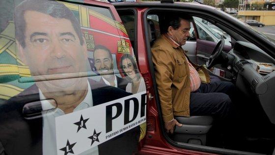 """Marinho e Pinto não esteve presente na arruada do PDR no Barreiro por estar com febre. """"O homem não anda bem, eu noto que ele anda cansado"""", diz um militante."""
