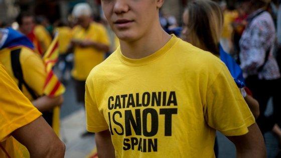Milhares de pessoas estiveram no comício de encerramento de campanha da plataforma Junts pel Sí, o movimento independentista da Catalunha