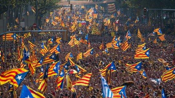 Os catalães têm saído à rua massivamente a reclamar o direito à independência
