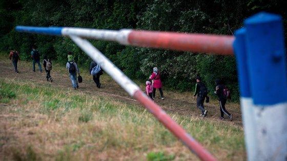 Cerca de 2.000 migrantes chegaram esta quarta-feira à Croácia