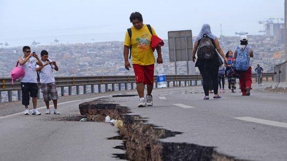 O abalo de magnitude 8,3 atingiu o país no passado dia 16 matando 13 pessoas. Quatro ainda destão desaparecidas