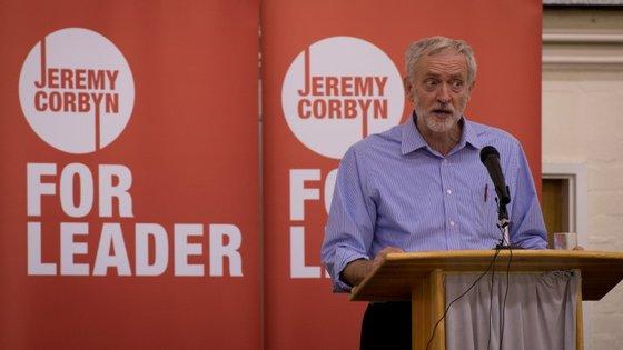 Jeremy Corbyn continua a demarcar-se e a criticar as políticas do Partido Conservador