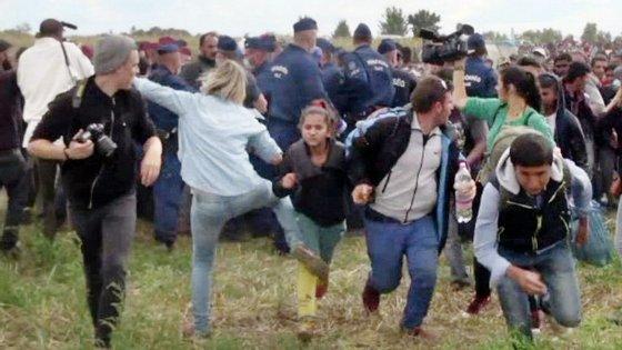 A jornalista foi despedida da estação de televisão N1 depois de ter sido filmada a pontapear refugiados.
