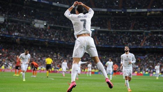Por fim, o recorde que faltava: Cristiano Ronaldo marcou dois golos ao Malmo, na Champions, e igualou os 323 que Raúl marcou pelo Real Madrid. Só que demorou menos seis anos que o espanhol a consegui-lo