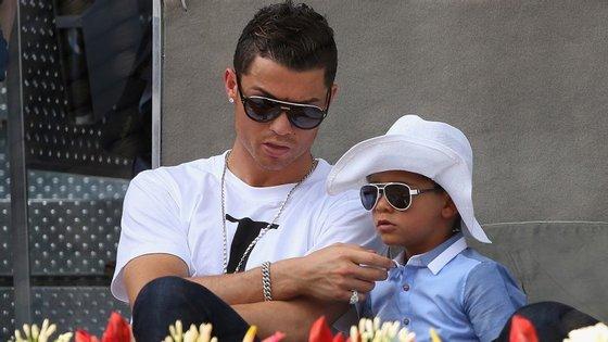 Cristiano Ronaldo continua a partilhar nas redes sociais os bons momentos que passa com o filho
