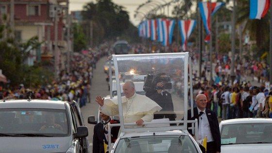 Até terça-feira, o papa estará em Cuba, com passagens por Havana, Holguin e Santiago.