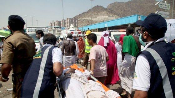 A debandada ocorrida na quinta-feira perto de Meca provocou a morte a, pelo menos, 769 pessoas