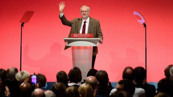 Adeus? O líder dos trabalhistas está a ser atacado pela sua prestação na campanha do referendo