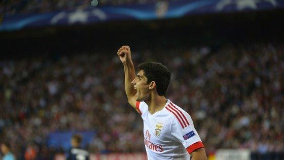 Gonçalo Guedes, com 18 anos e 305 dias de vida, tornou-se no português mais jovem a marcar na Liga dos Campeões, superando Manuel Fernandes