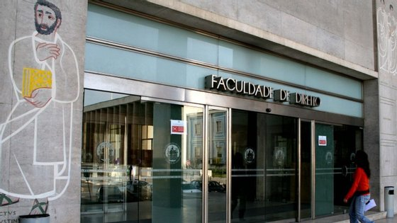 """O diretor da faculdade diz que a FDUL procurará """"chegar a um valor que represente um custo justo pelo serviço"""""""