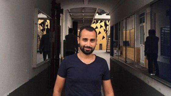 Ali Kordia, sírio de 26 anos, é autor de três invenções. Uma delas permite a cirurgiões fazerem operações à distância.