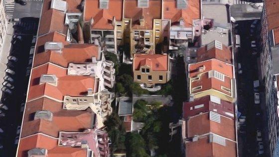 A moradia fica no interior do quarteirão e terá sido adquirido em 2008, juntamente com o companheiro de então de Sofia Fava, Paulo Marques da Silva